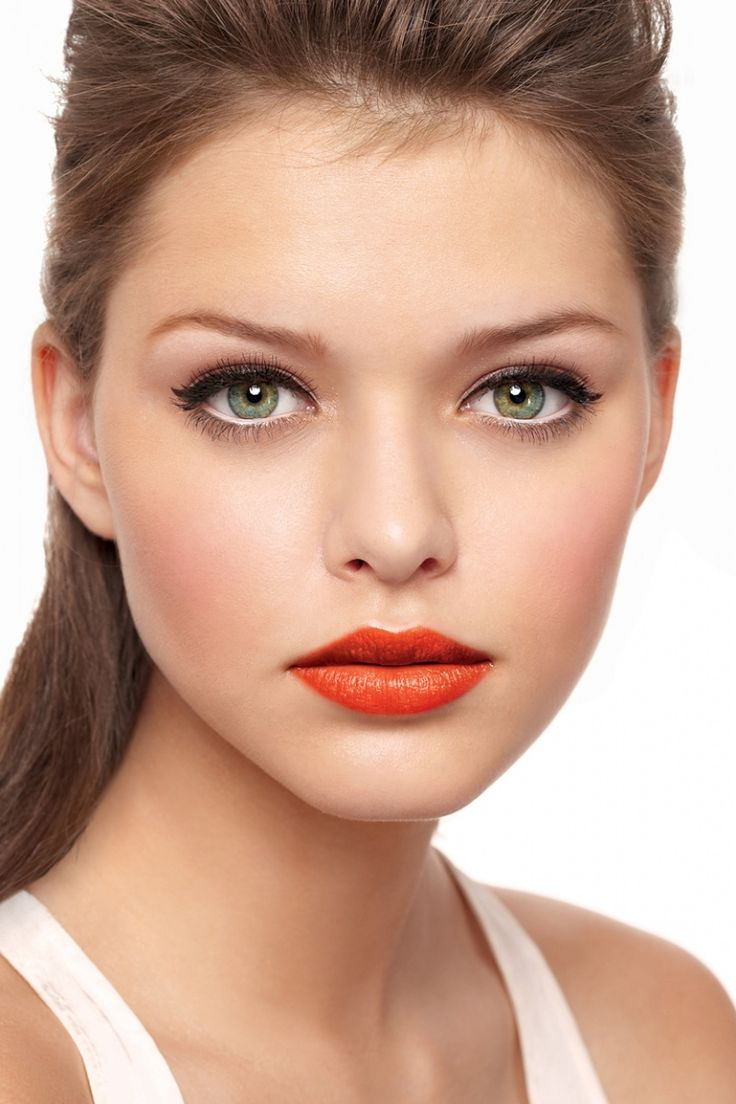 Winged linerCleaning Face, Lipsticks Colors, Spring Makeup, Cat Eye, Red Lips, Makeup Looks,  Lips Rouge, Lips Colors, Green Eye