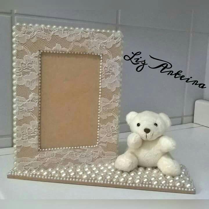 Porta retrato em renda e pérolas com urso polar.