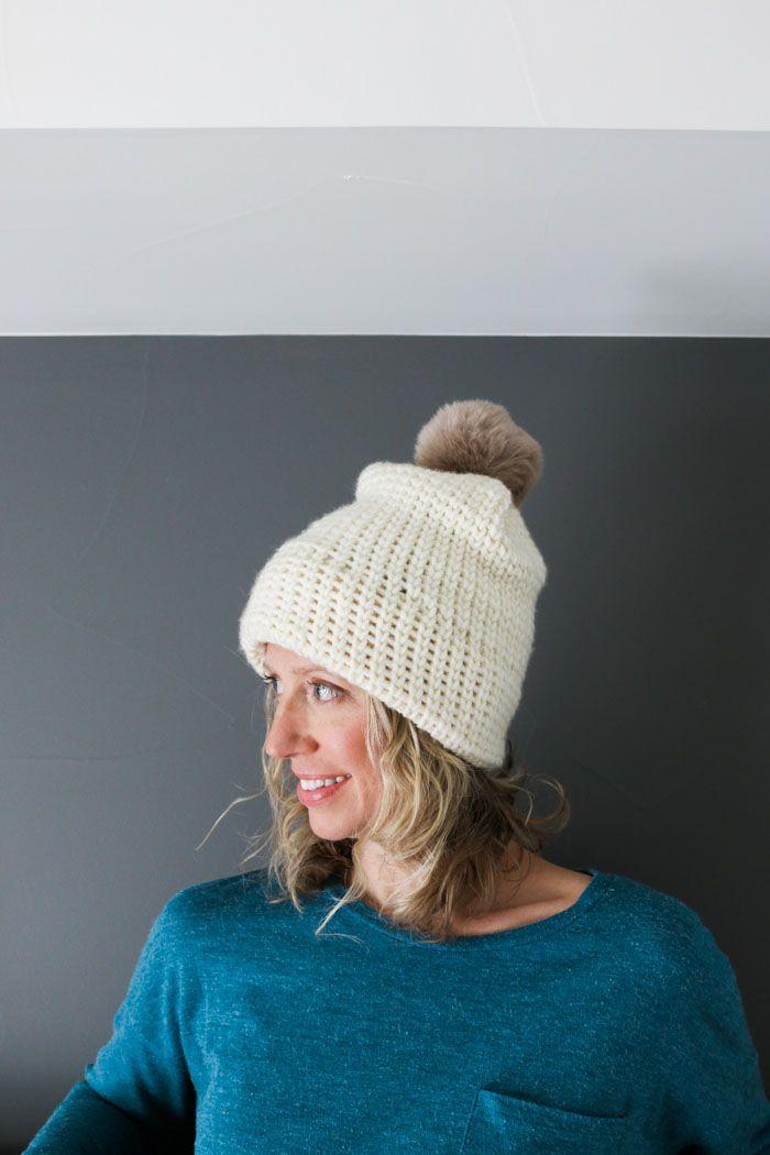 Έχετε ποτέ αναρωτηθεί πώς να κάνει βελονάκι βλέμμα δεμένη; Αυτό το ελεύθερο σχέδιο καπέλο βελονάκι για αρχάριους χρησιμοποιεί τη βελονιά γιλέκο για να δημιουργήσει την εμφάνιση του πλέξιμο. Είναι ένα εύκολο καπέλο για άντρες ή γυναίκες. Δωρεάν σχέδιο από το Make & Do Crew με νήματα Woolspun.