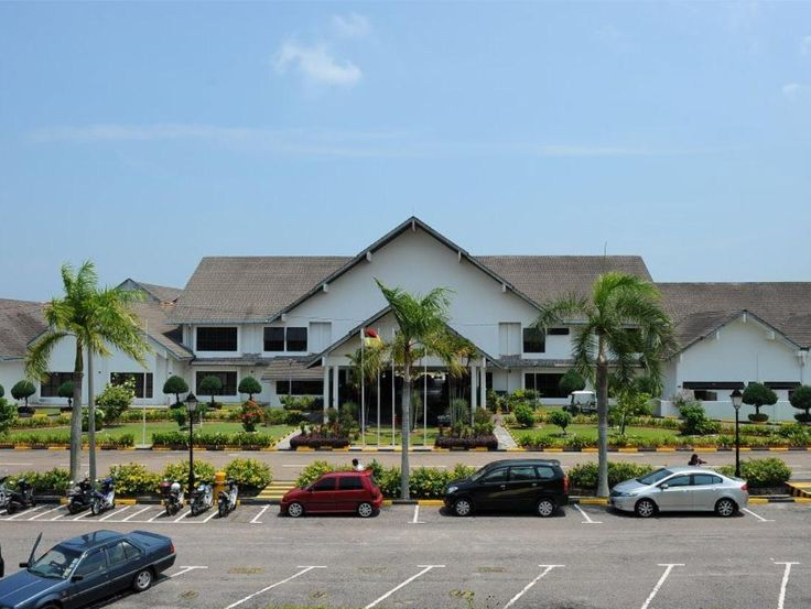 Port Dickson Port Dickson Golf & Country Club Malaysia, Asia Port Dickson Golf & Country Club is perfectly located for both business and leisure guests in Port Dickson. The property features a wide range of facilities to make your stay a pleasant experience. To be found at the hotel are free Wi-Fi in all rooms, 24-hour front desk, 24-hour room service, Wi-Fi in public areas, car park. Guestrooms are fitted with all the amenities you need for a good night's sleep. In some of th...