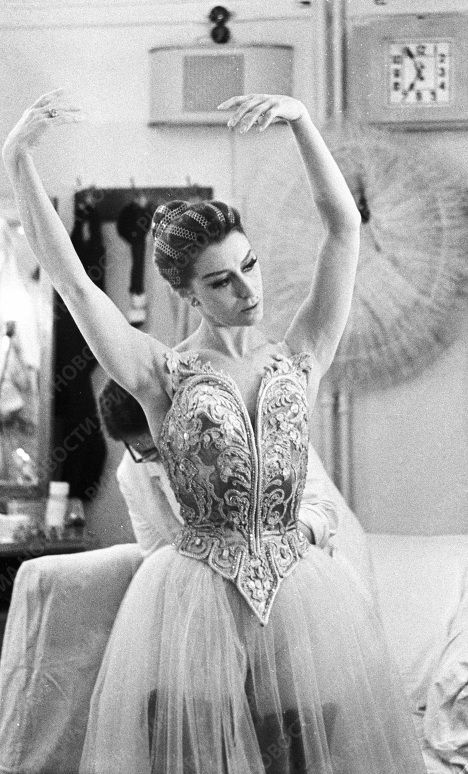 Maya Plisetskaya starring in the ballet Prelude & Fugue choreographed to Johann Sebastian Bach's music, before appearing on stage.