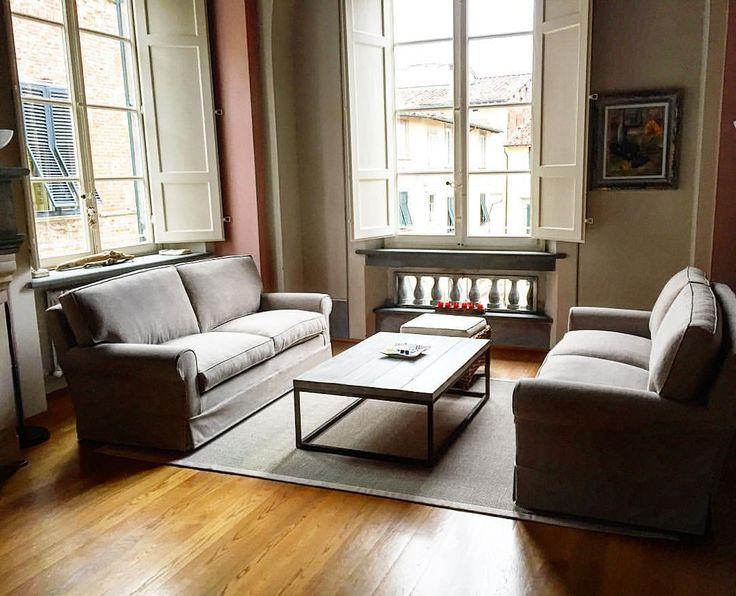 Divani in lino, coffee table in ferro e legno, tappeto in sisal...tutto made in Pervinca Arredamento
