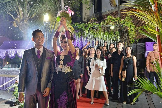 """""""from @bondangers -  From wedding adel+ronggo . . MUA+Wardribe : @ratna_juwita_sari  Decoration :@ratna_juwita_sari entertaint : @infinity_official05 venue : purisantikahotelcirebon Photograph : @bondangers. . . #weddingday #weddingmakeup #weddingdecoration #weddingdress #weddinghena #weddingcirebon #weddingphoto #weddingphotography #weddingphotographer #wedding #bridestory #thebridestory #bridedept #photography #photographer #photographercirebon #bondangmygallery"""" by @infinity_official05…"""