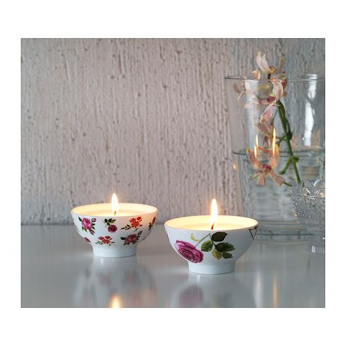 Create a romantic atmosphere with the floral design DRÖMLIK scented candle in pots. When the candle has burned itself out, the pot can be used as a tealight holder.