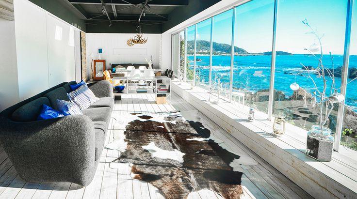 葉山御用邸に近い高級別荘地。三ヶ下海岸という名の小さな海岸沿いに誕生したのが、今回紹介する「THE HOUSE」です。一歩足を踏み入れると、そこはまる...