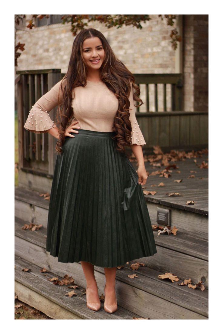 5 tipos de faldas que son imprescindibles en tu armario | Falda plisada para gorditas, Moda faldas, Falda y blusa elegante