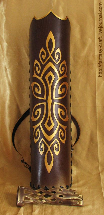 Quiver and archery glove. Gosh! I would to have those one formy traditional archery practice! Those are fantastic!