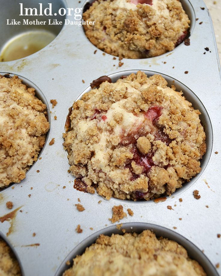 Strawberry Muffins with a delicious streussel crumb on top! #recipe #strawberries #muffins #lmldfood
