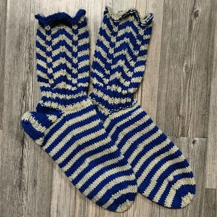 Suomi-sukat koko 42.
