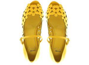 neeeeeeed!Moschino Yellow, Daisies Flats, Summer Shoes, Flats Shoes, Yellow Shoes, Moschino Cheap, Yellow Daisies, Cut Out, Yellow Flower