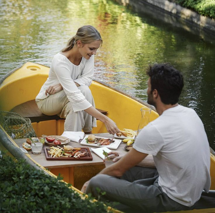 Kamandalu Ubud new experience - picnic lunch on the boat :) #kamandalu #ubud #kamandaluubud #enjoy #beautiful #instalike #instagood #boat #love #like #tagsforlikes #village #resort #villa #picnic #lunch #picniclunch