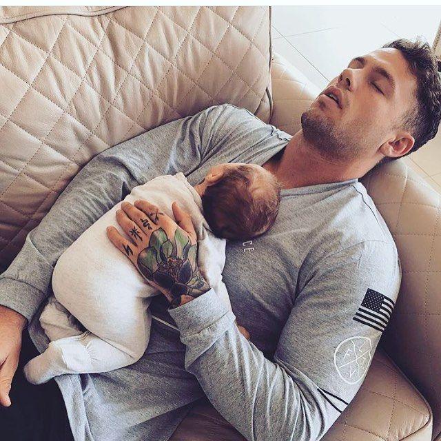 "1,825 curtidas, 15 comentários - LuxVie (@luxluxvie) no Instagram: ""The feminine half of @luxluxvie is crushing hard on @hawk_reece_ on dad duty with little Sas BIG…"""