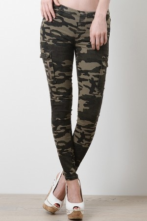 Fight for your uniqueness in this Free Yourself Leggings! These taper cut pants features camouflage design, stretchy sculpture fit, elasticized waist, faux front pockets, working rear pockets, and finished with side cargo flap pockets.