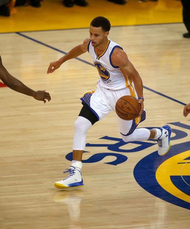 Description of . Golden State Warriors' Stephen Curry (30) dribbles against the New Orleans Pelicans in the first quarter of Game 2 of the first round of the NBA Western Conference playoffs at Oracle Arena in Oakland, Calif., on Monday, April 20, 2015. (D. Ross Cameron/Bay Area News Group)