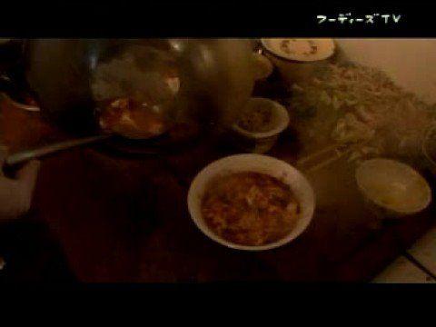 ウイグル族の伝統的麺料理ラグマン(ラグメン)を本場のコックさんが作ってくれます。مەنجاڭ