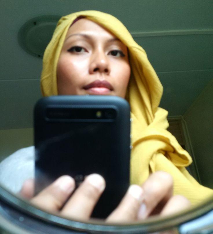 Mirror image hijab. Hana Tajima Uniqlo collection, Spore 2015  #HanaTajima #Uniqlo #hijabstyles