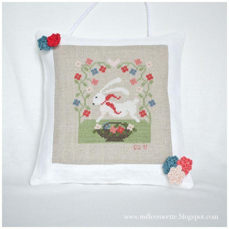 uno, due e tre            piccoli conigli bianchi            tra fiori ed erbetta fresca             e boccioli all'uncinetto       ...