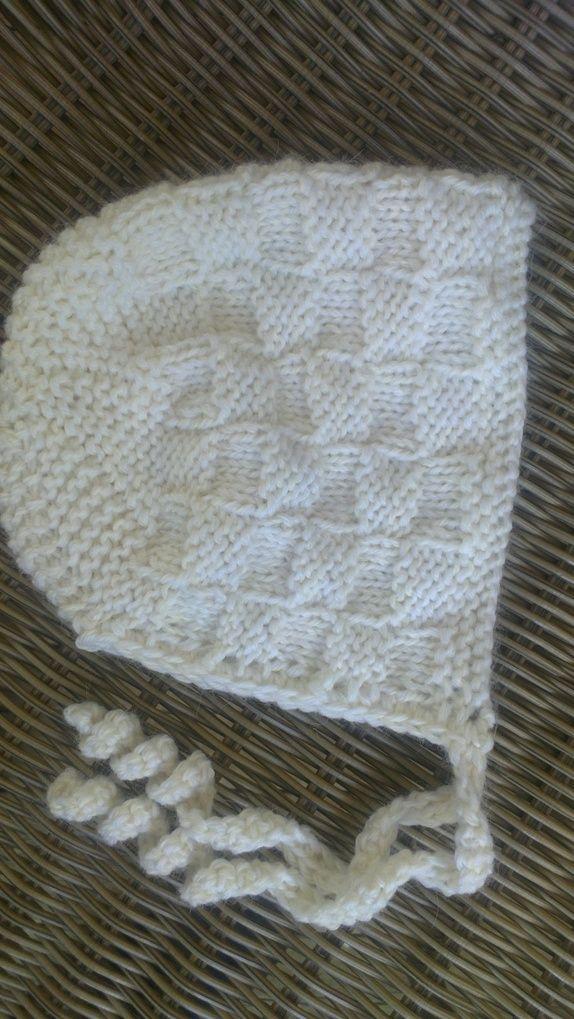 Hvit babylue i Alpakka og babyull.
