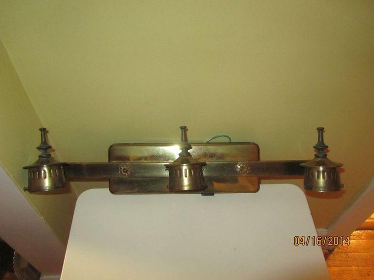 Vintage Bath Room Vanity Light Made by Thomas Industries inc Hopkinsville KY.    29.95