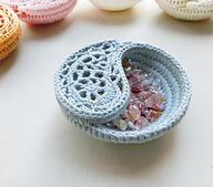 "Ravelry: 4"" Yin Yang Paisley Dish pattern by goolgool | Galit Grosz Cabot"