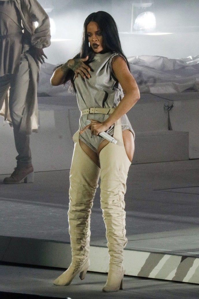 Рианна продемонстрировала заметно располневшую фигуру во время гастрольного тура
