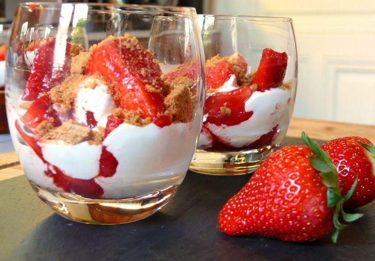 Recette Verrine fraise mascarpone : Découvrez notre recette de Verrine de mascarpone aux fraises.
