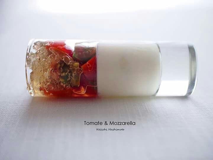 Tomate & Mozzarella♪昨日の日本酒とマリアージュミーティングの1品 グラスを寝かせると随分印象が変わります 透明なトマト果汁のジュレ、様々なトマト、モッツァレラのブランマンジェ すっきりクリアでミネラルを感じる大嶺酒造、純米大吟醸と好相性 本日は萩へ「指月の宴」打ち合わせへ!