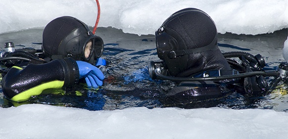 Ice Overhead – Getting started on ice diving http://www.dive.in/articles/ice-overhead-getting-started-on-ice-diving/