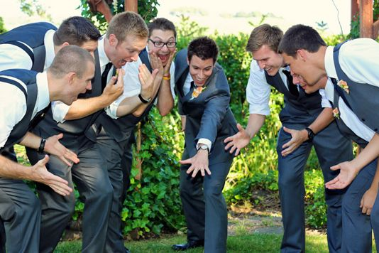 Groomsmen photo idea | Anne Schillings Photography