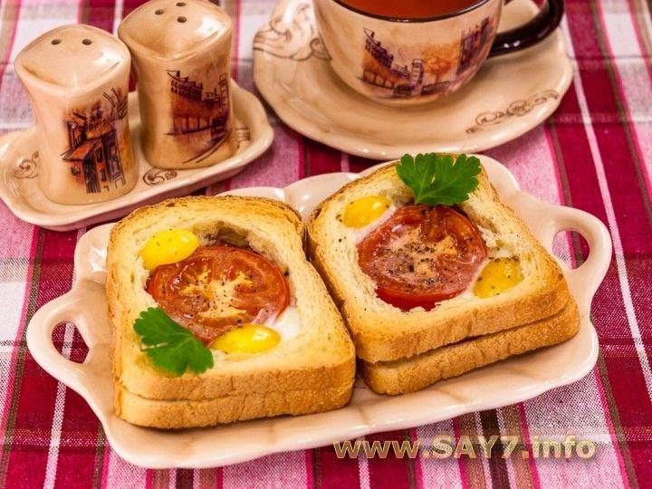 Горячие бутерброды с окороком, помидорами и яйцами