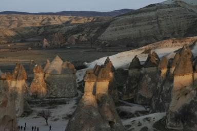【高地 明様より「カッパドキア」(トルコ)】カッパドキアの夕焼け  明日も快晴か?  大自然の中では人間はちっちゃいなー   http://www.his-j.com/tyo/cpn/pinterest/?cid=16197