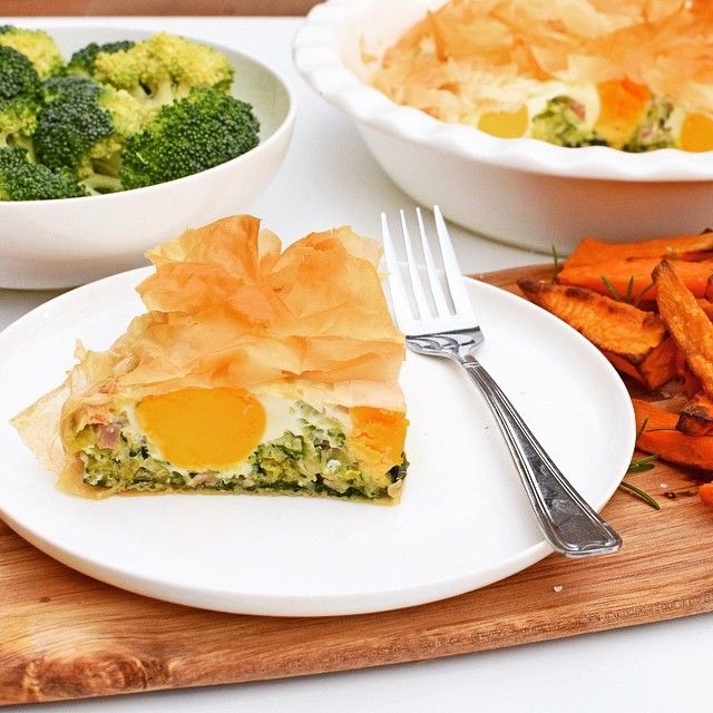 A 'Healthier' Egg and Bacon Pie, with added veg: spinach, leek and zucchini. Served with sweet potato chips and steamed greens!   #dreamingofalmonds #recipe #iqs #healthy