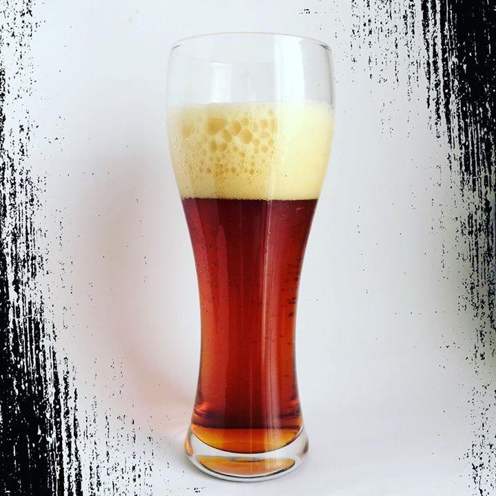 @cvzasdiferentes para el puente: One-Off Inch Smoked Beer Bourbon by Dawat. Color marrón caramelo. Espuma beige densa y duradera. Aroma diferente a licores y a madera de barrica con fondo herbal.
