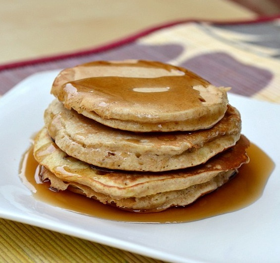 Whole Wheat Banana Pancakes (Guest Post with The Realistic Nutritioni ...