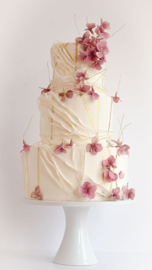 Another pretty wedding cake with pink flowers (via (494) Pinterest) #wedding