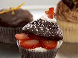 """Chocolate Strawberry Shortcake  Chloe Coscarelli loves to make people happy, one vegan cupcake at a time. In the Week 2 episode """"Match Making Party,"""" she took the aphrodisiac-inspired theme and made an elegant, fun sliced cupcake with a top-hat effect. Judge Candace Nelson said Chloe's buttercream-frosted cupcake was """"so seductive,"""" a treat for her eyes to feast on — and the """"flavors flirted"""" with her taste buds"""