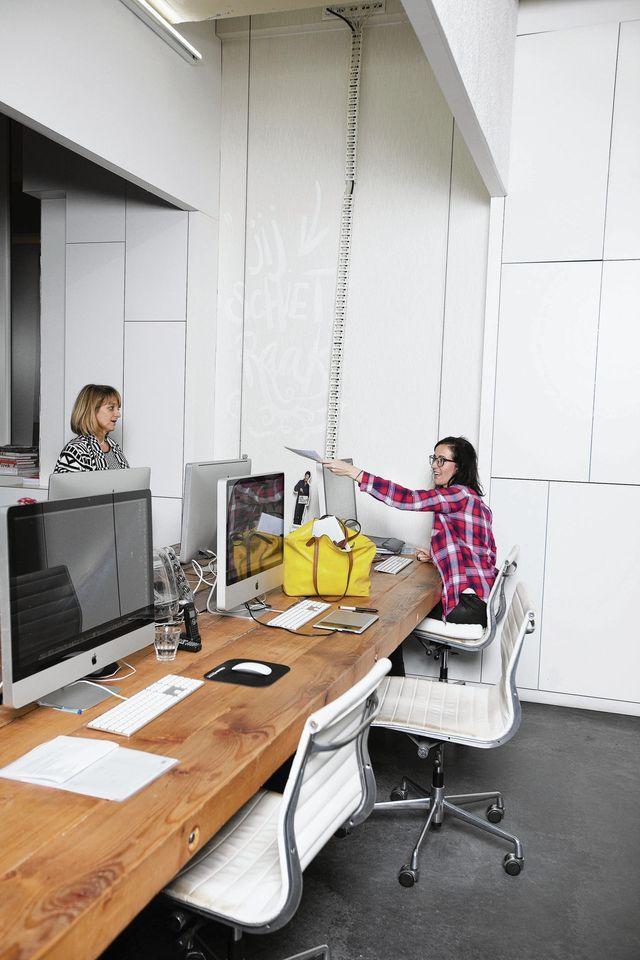 Minder werken Overwerken kan slecht zijn voor je gezondheid. Verschillende bedrijven proberen werknemers daarom 'verplicht' minder te laten werken. Door 's avonds e-mailen te verbieden, bijvoorbeeld.
