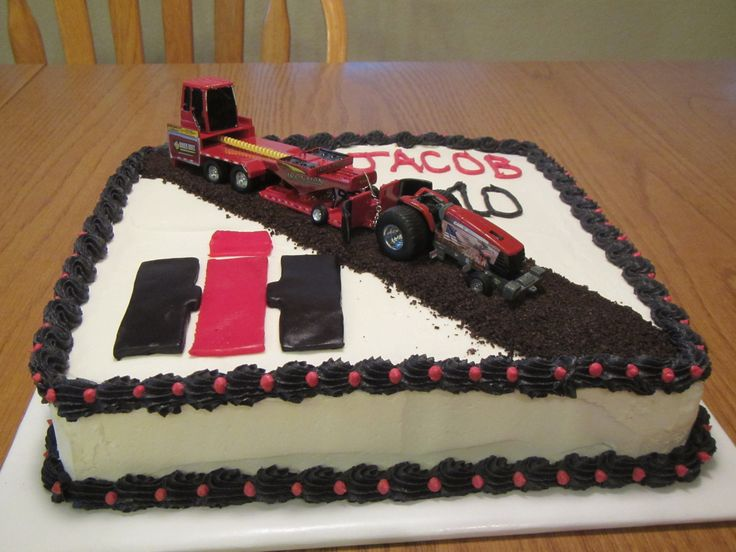 Case IH Tractor Pulling Cake