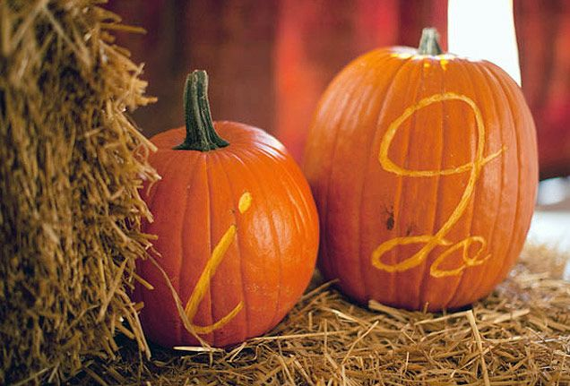 If your orange and brown wedding is taking place in October or November, the perfect décor item is the pumpkin, of course!