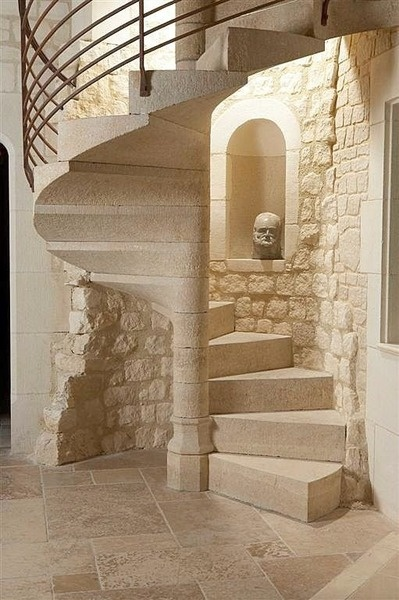 spiral stone stair escalier en colimacon en pierre. Black Bedroom Furniture Sets. Home Design Ideas