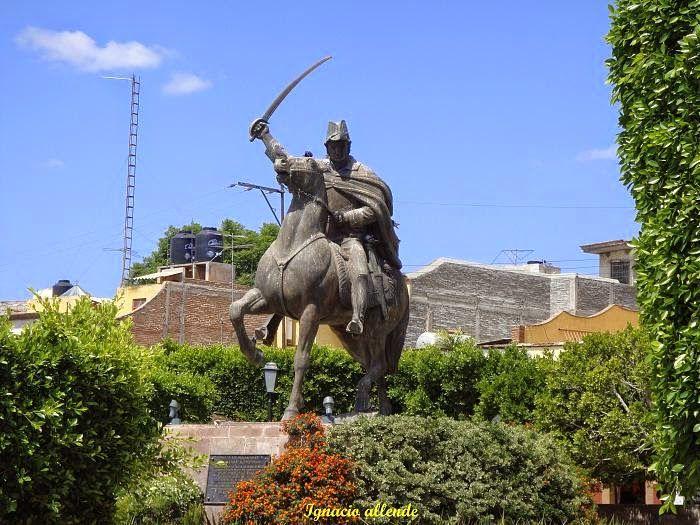 Un lugar característico de San Miguel de Allende es la Plaza Cívica que data desde 1555, su característica principal fue el punto de reunión del poblado y el mercado que se estableció; pero hoy en día, se destaca por la estatua de Ignacio Allende.