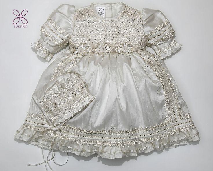 Aqui otra probadita de nuestra nueva linea 2016, vestido de niña (faldon a parte) #burbvus #ropones #christeninggowns