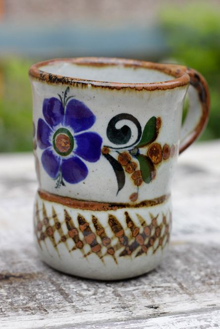 Stoneware handpainted mug with blue flower. .caoba.co.uk : mexican tableware uk - pezcame.com