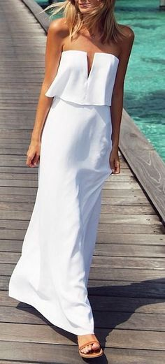 @andwhatelse long white dress with flat for a wedding at the beach summer. Simple long dress. easy fashion pattern.
