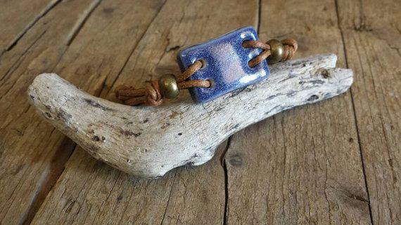 Guarda questo articolo nel mio negozio Etsy https://www.etsy.com/it/listing/491148788/braccialetto-con-elemento-in-ceramica