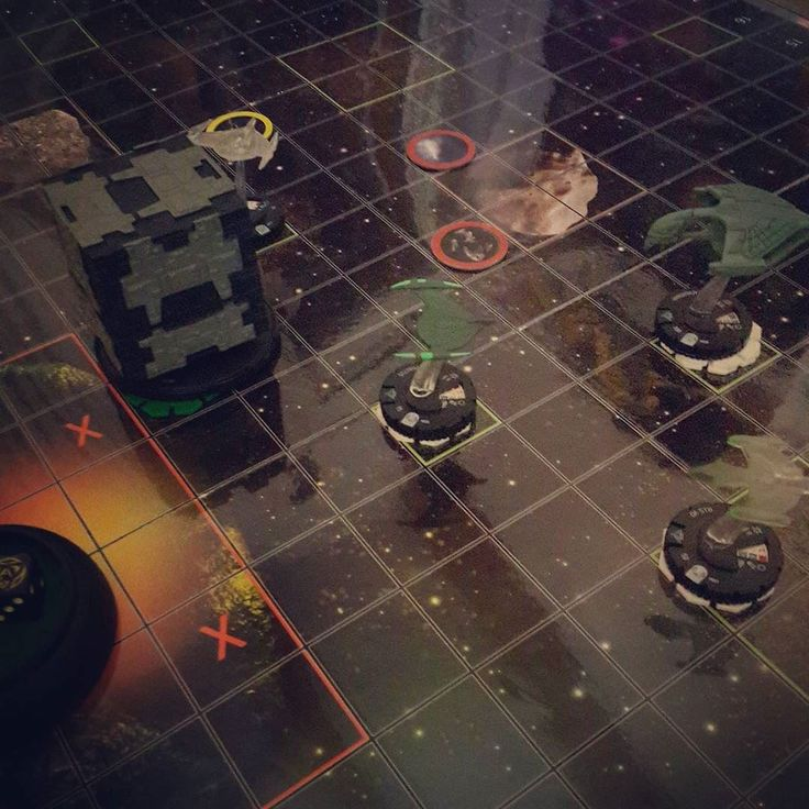 A Borg Tactical Cube vs a cloaked Romulan fleet. Who's your money on? #startrek #heroclix