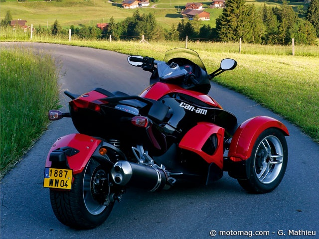 can am spyder 1000 se5 cet tonnant 1000 cm3 est d sormais d clin en deux versions le sm5. Black Bedroom Furniture Sets. Home Design Ideas