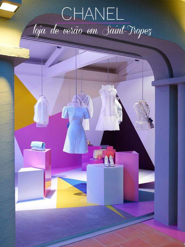 Boutique: pequena loja elegante onde se podem adquirir pequenos objetos de luxo e peças de prêt-à-porter.