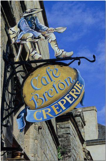 "Enseigne, ""Café Breton, Crêperie"" à Rochefort en Terre,   Morbihan                                                                                                                                                                                 Plus"