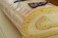 Biskuitrolle mit Zitronen - Quark - Füllung, ein tolles Rezept aus der Kategorie Kuchen. Bewertungen: 23. Durchschnitt: Ø 4,0.